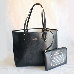 COACH REVERSIBLE SIGNATURE CITY TOTE